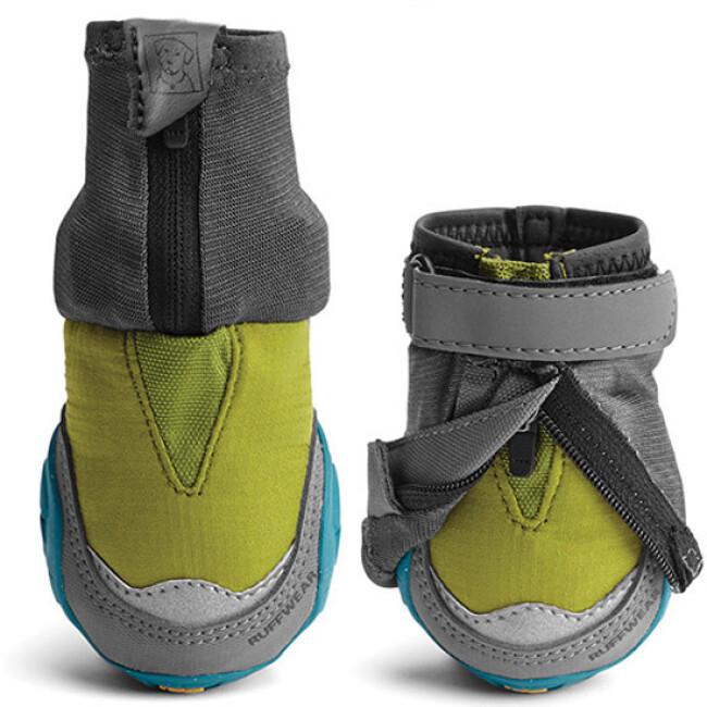 Bottine Polar-Trex V2 Ruffwear sur sol humide pour chien